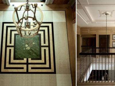 Formalne wejście w marmurowej intarsji z labiryntem wokół sadzawki oraz dekoracyjna ściana biblioteki.