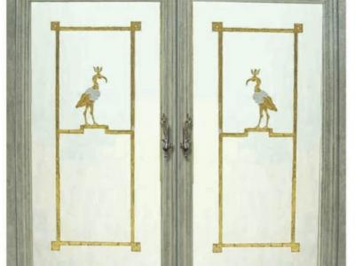Drzwi do pokoju kąpielowego. Złoty liść na szle w brązowej ramie. Polska.