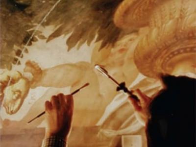 Dyrektor STUDIO konserwuje malarstwo ścienne w Pałacu Królewskim w Hampton Court. Anglia.